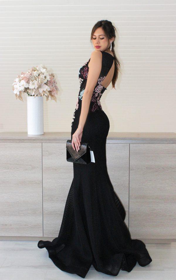 Vestido de fiesta negro bordado con flores