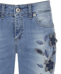 jean pitillo con flores bordadas
