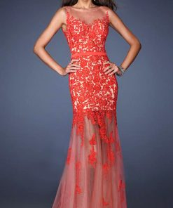 Vestido de fiesta largo con encaje rojo