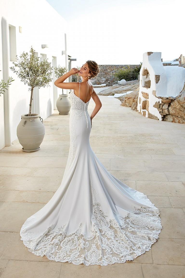 vestido de novia estilo sirena con encaje en la cola