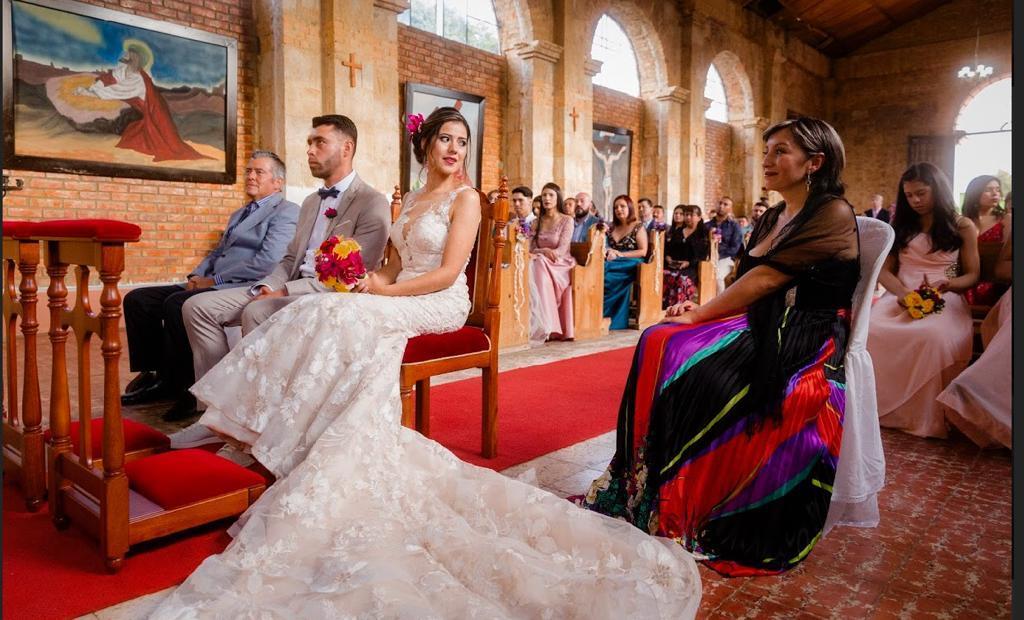 Vestido de novia de corte sirena marca eddyk