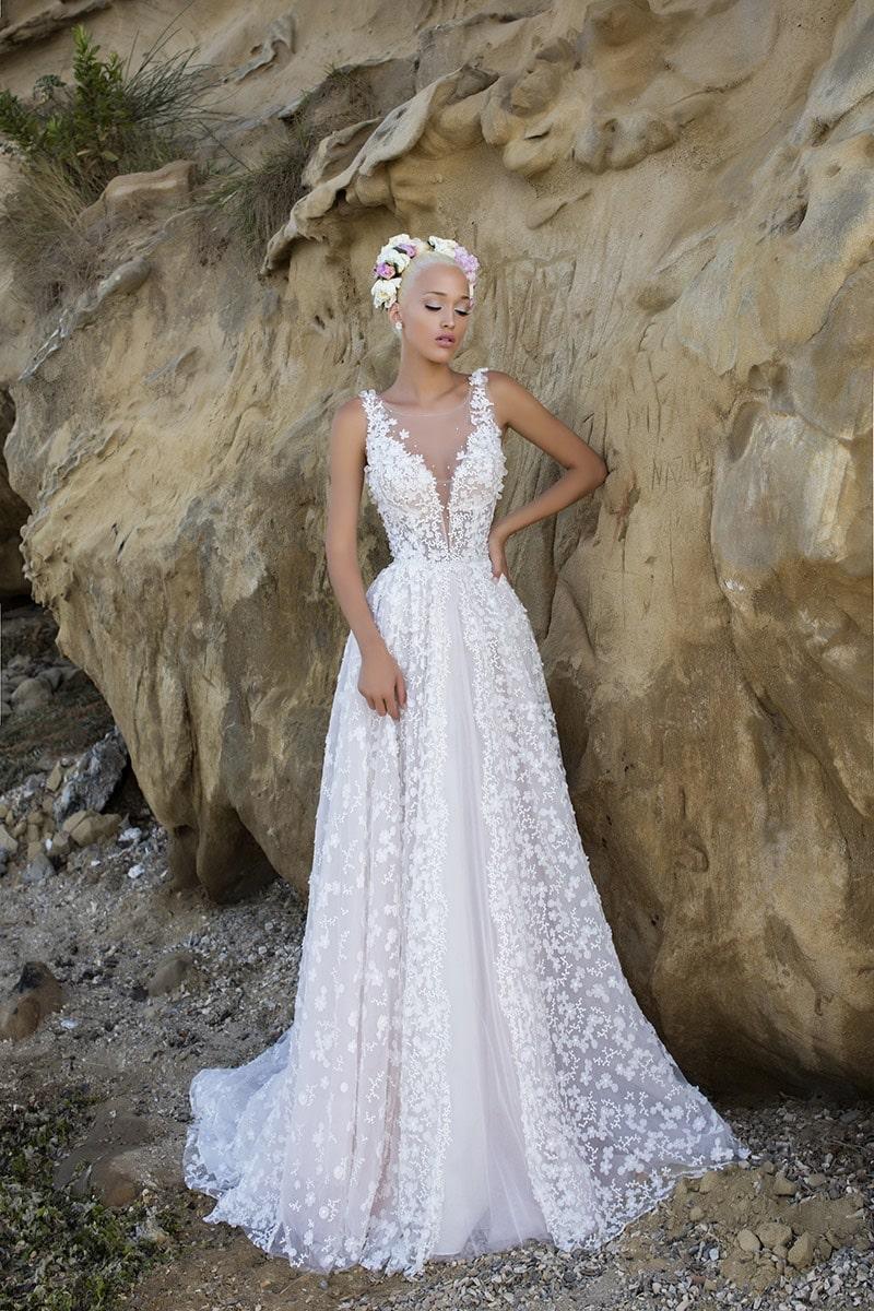 Vestido de novia estilo princesa con encaje de flores