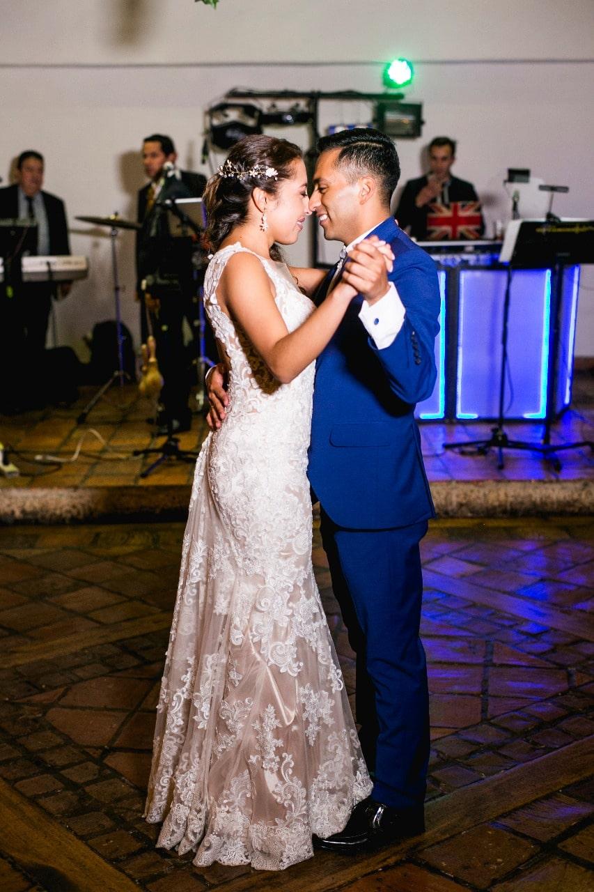 vestido de novia sirena marca eddy k alquiler bogotá colombia aura novias