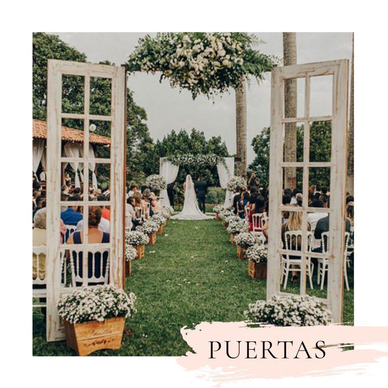decoración de ceremonia de bodas con puertas