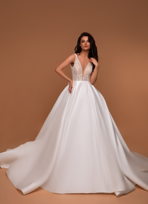 vestido de novia princesa con falda sencilla y minimalista disponible para alquiler en bogota