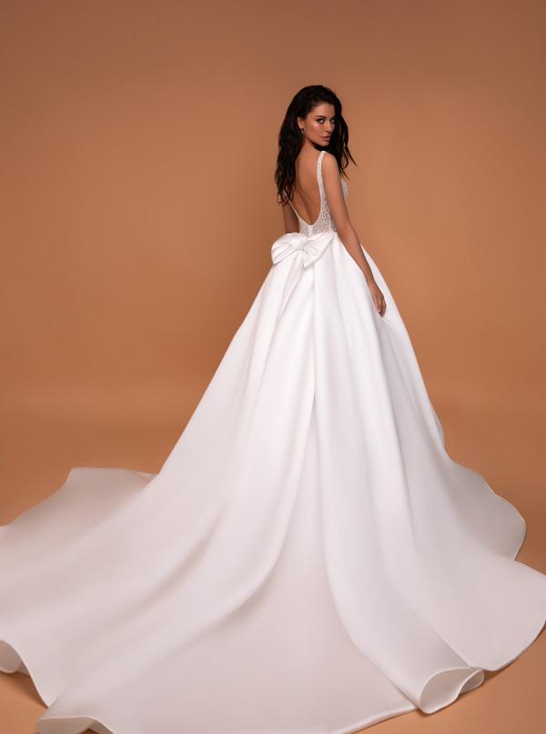 vestido de novia princesa con moño y espalda escotada