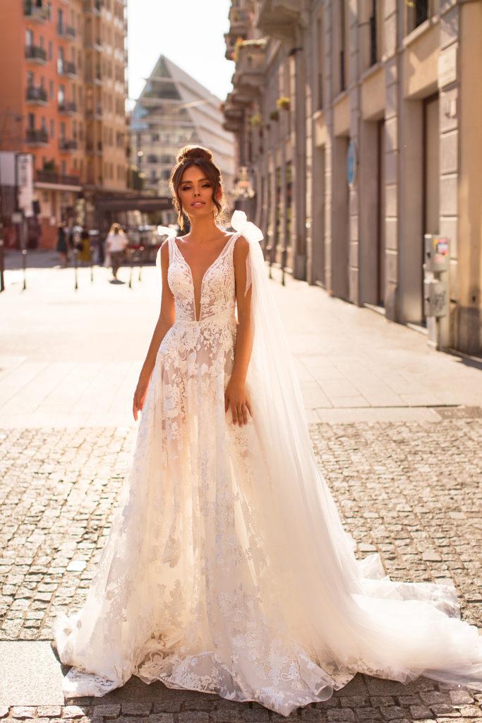 vestido de novia en bogota de silueta en A y escote profundo