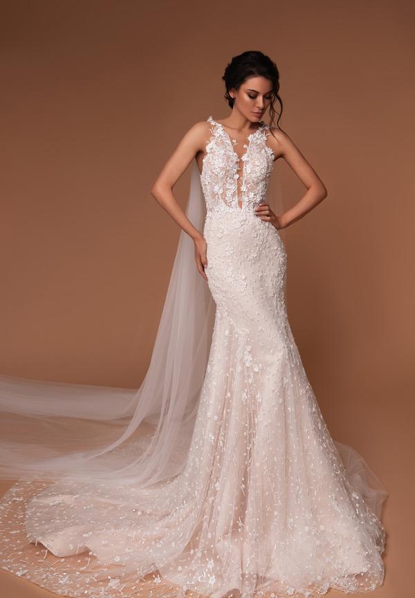 vestido de novia sirena colección 2020 con capa y escote profundo